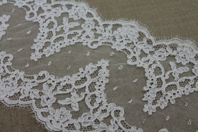 Arch Scallop Corded Lace Trim - Ivory