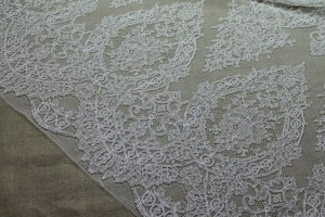 Chantilly Lace - Ivory Single Scallop