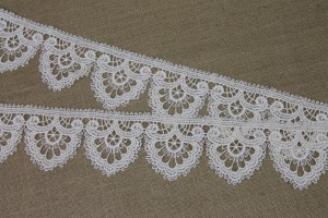 Ivory Scallop Guipure Lace Trim