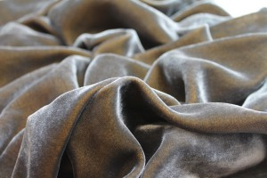 Silk Velvet - Grey shot Gold